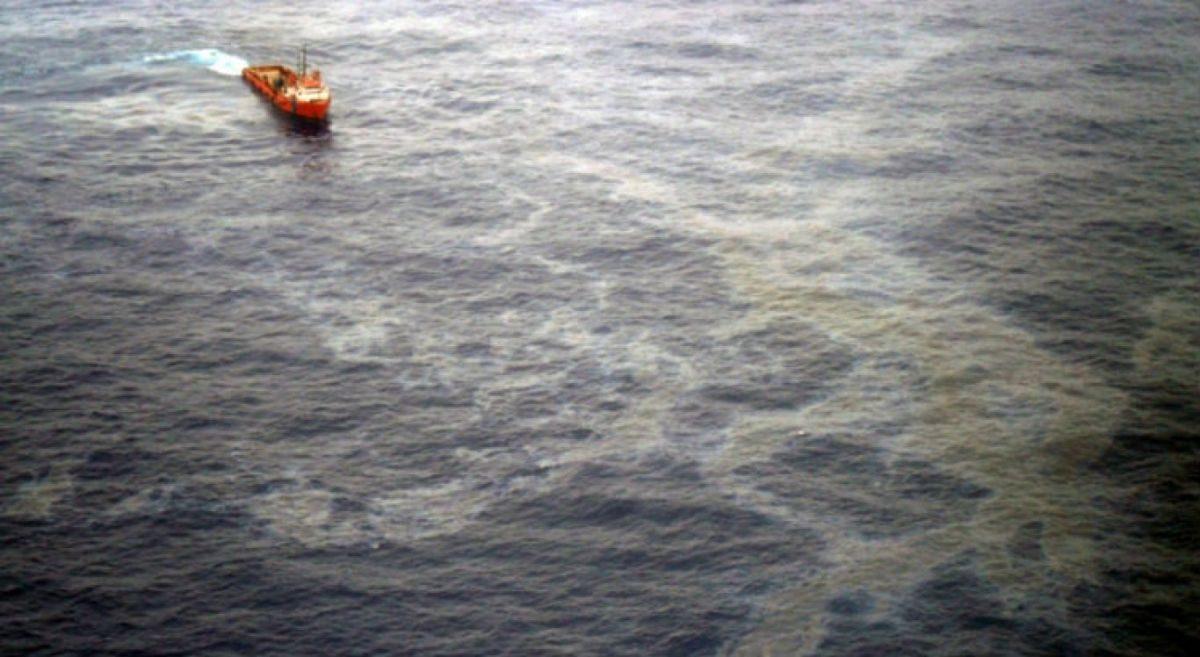 Petrobras confirma vazamento de óleo na Bacia de Campos no